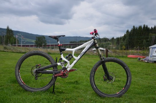Rocky Mountain Flatline WC Full Suspension Downhill/ Gravity